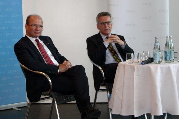 Innenminister de Maizière diskutiert mit DocuWare-Geschäftsführer Chancen und Gefahren der digitalen Kommunikation