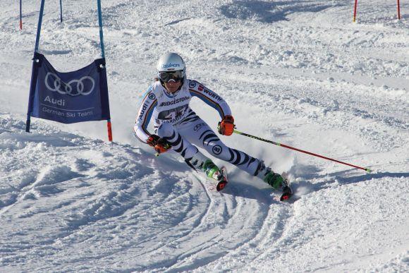DocuWare sponsert Skirennläuferin Lena Dürr